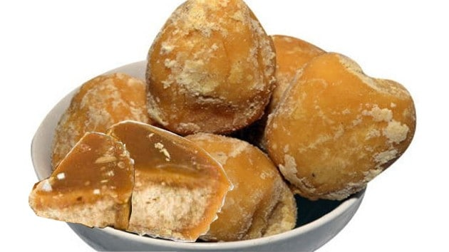 Eat jaggery and drink hot water before you know it in bed, then watch it amazing.