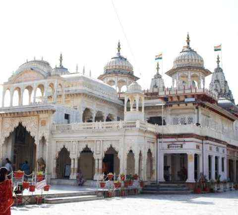 Aarti is performed in this temple only after the peacock speaks, know what is the reason