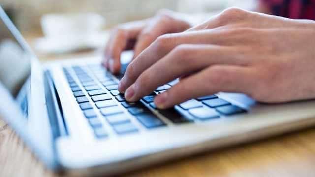 यदि आप को भी होती है कंप्यूटर पर टाइपिंग करते समय होती है ये परेशानी तो हो सावधान हो सकती है गंभीर बीमारी