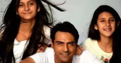 This Bollywood actor is the father of 2-2 daughters, click and go