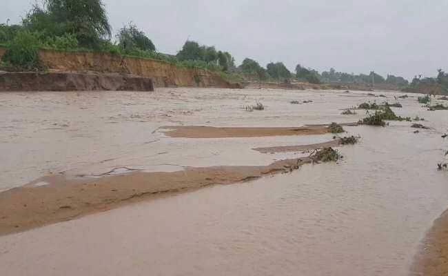 More than a dozen villages flooded in UP's Terai region, alert in 164 villages