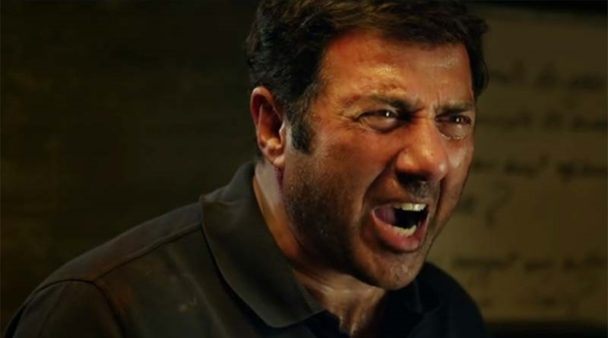 Do you know that Sunny Deol caught Anil Kapoor's throat in anger