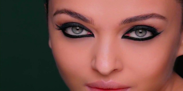 Use eyeliner according to the shape of the eyes